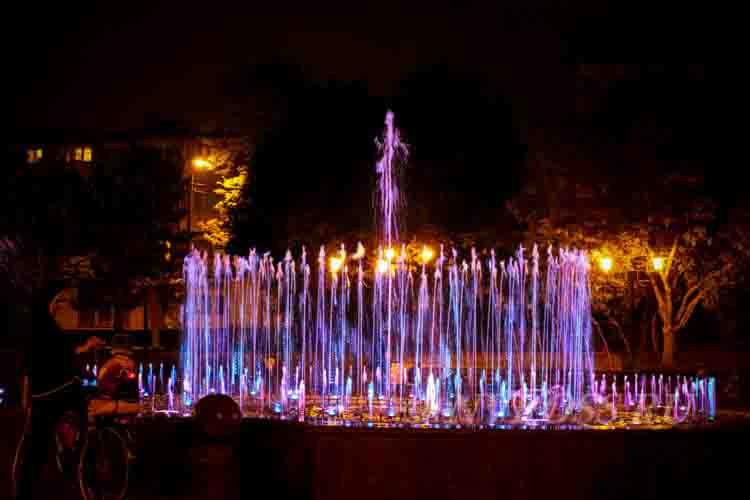 Поющий фонтан в парке