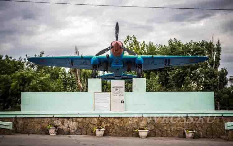 Самолет Малая Земля