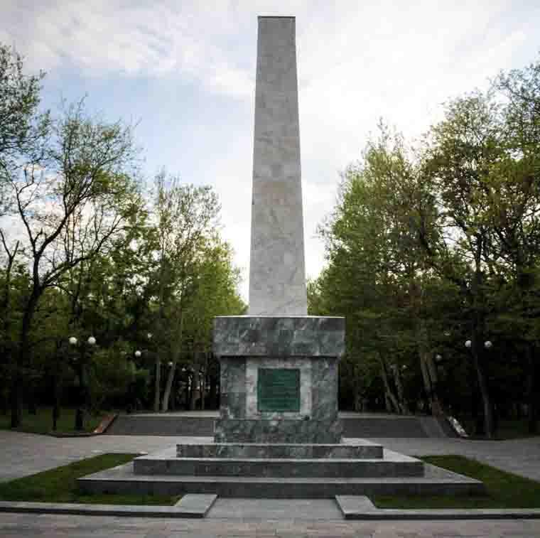 Обелиск в честь освобождения Новороссийска от белогвардейцев
